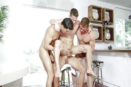 Darius Ferdynand and Hot Buddies Play Together