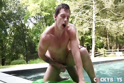 Damian Black Fucks Tayte Hanson!