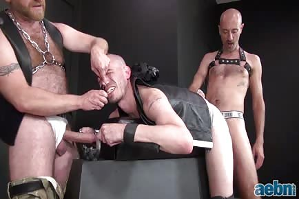 Bald Men Hard Raw Dick Threesome-Pigs Love Cum