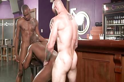 Hookup hustlas gay sex at the bar