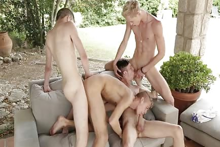 Blonde Hung Twinks Enjoy A Sunny Outdoor Raw Orgy