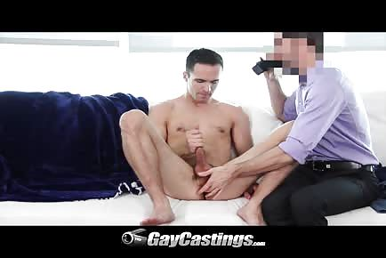Amateur man getting asshole fingered during gay casting HD