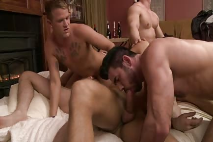 Orgy of muscular hunks sucking and fucking