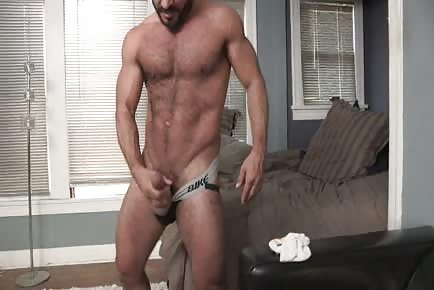 Hairy muscle daddy jerking off solo