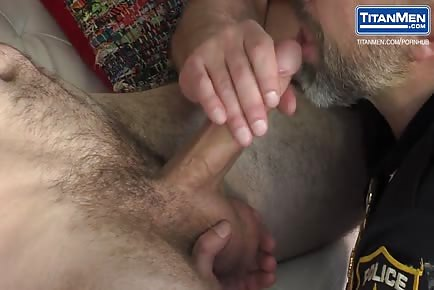 HOT DADDY COP Dirk Caber fucks his furry bf