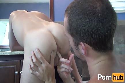 Bareback buddies Jimmie Slater and Trit Tyler shower pleasure