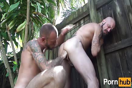 Sweaty bayou pigs fuck raw in backyard