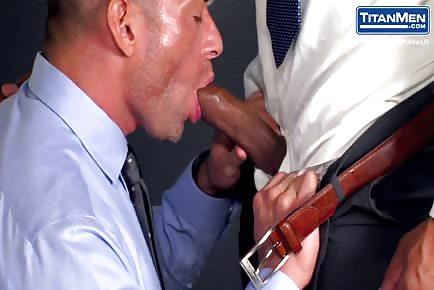 Bruce Beckham cums together with hot muscular security guy Jason Vario