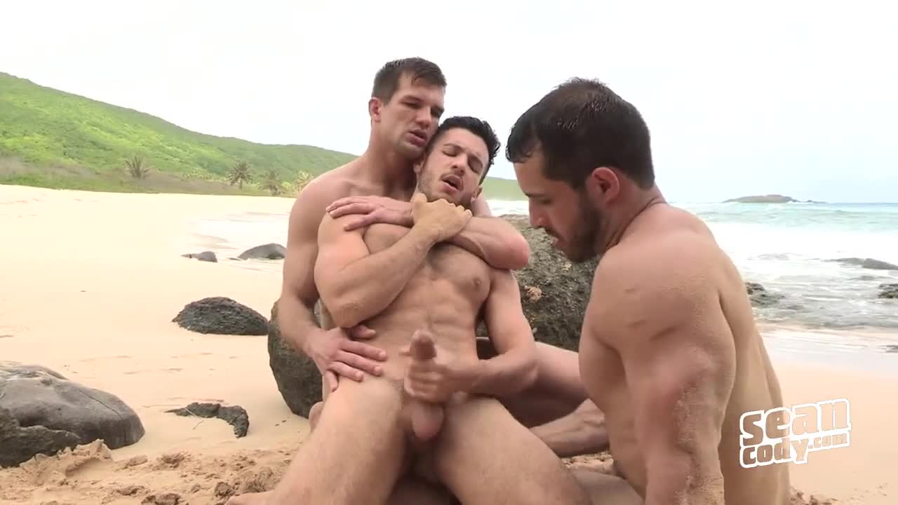 Horny gay dudes fucking at beach