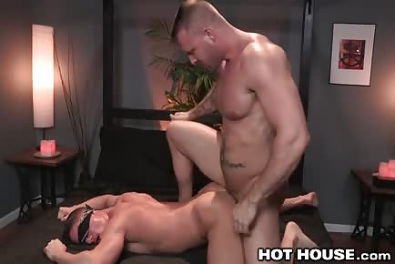 Big boy Austin Wolf rims and dominates ass of blindfolded hunk 3way