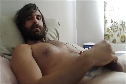Bearded otter cums load on his beard