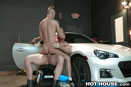 Daddy mechanic Austin Wolf rims hot ass and fucks it in garage