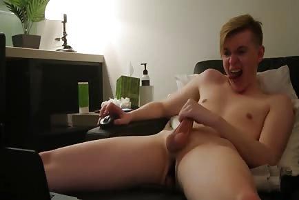 Boy cumming all over himself-MYAMATEURCLIPS.COM