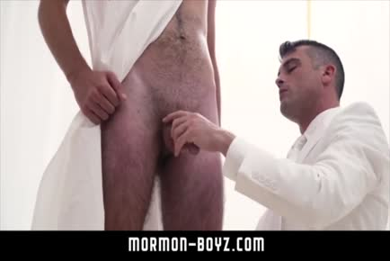 Elder blows and licks big dick boy MORMON-BOYZ.COM