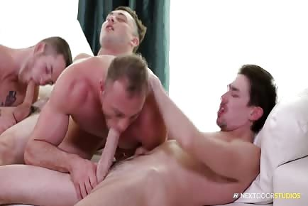 Hardcore Foursome With Ripped Gays And Big Dicks