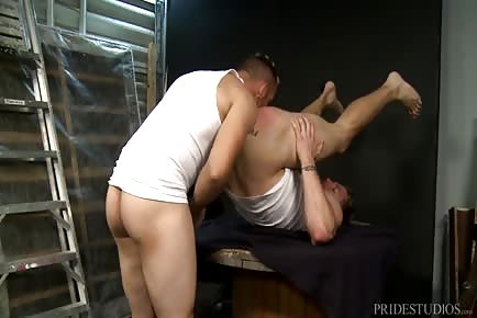 Hunk Rims His Tight Butt And Fucks With Hung Cock