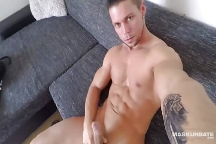 Ripped Czech Hunk Flexing And Wanking His Fat Uncut Cock